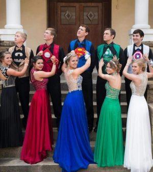 Arkansas Superhero Prom Photo Goes Viral (Picture)