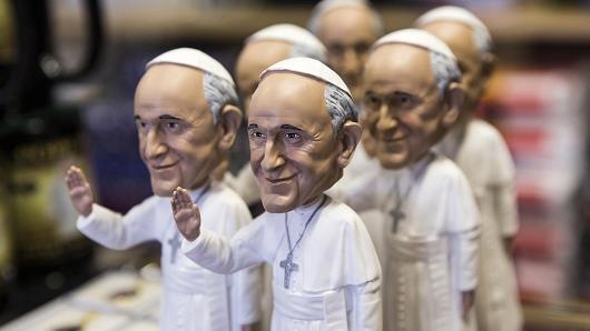 Vatican explores out rights to Pope Francis' image