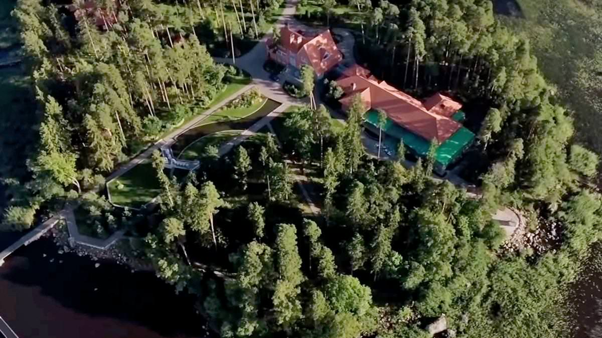 Putin Secret Island Mansion revealed by Navalny