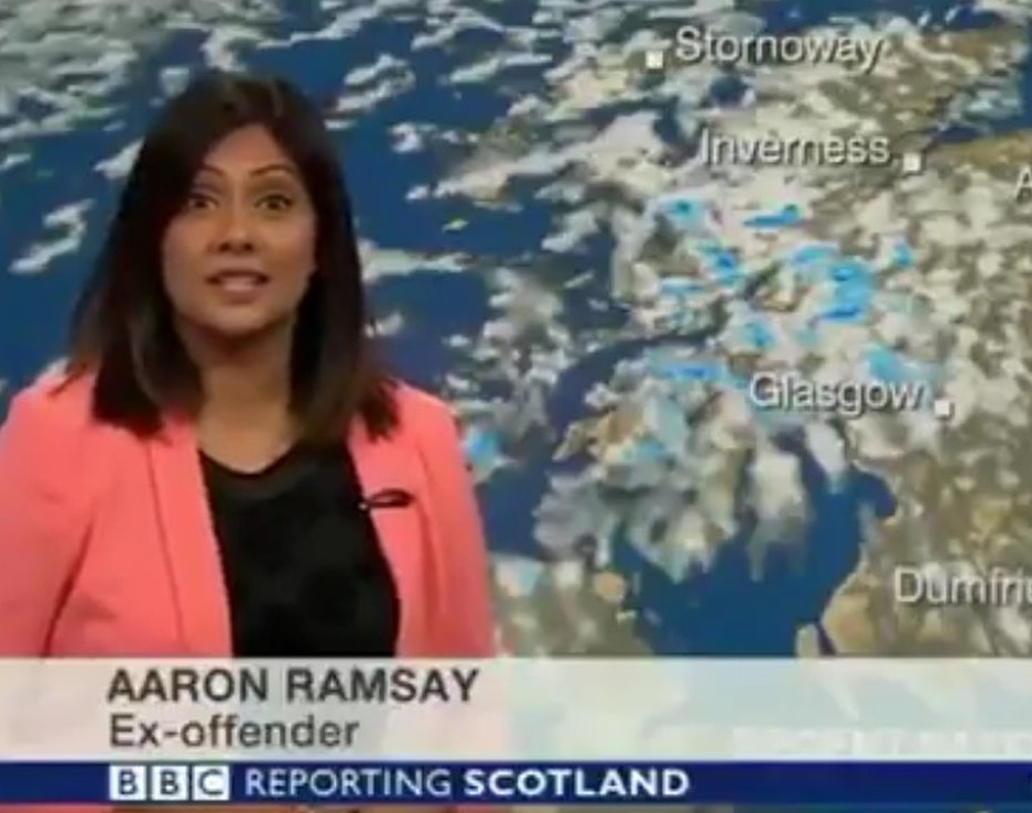 BBC Weather presenter can't control giggles after technical hitch (Watch)