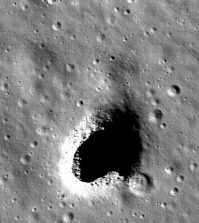 Huge cave found on moon, could house astronauts (Photo)