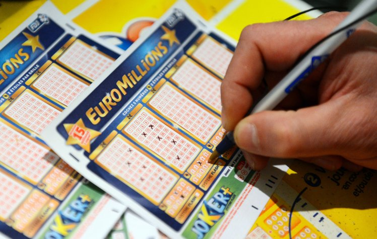 Record lottery £167m jackpot up for grabs