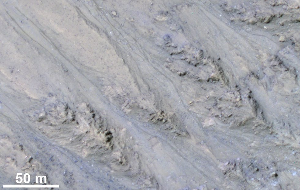 Streaks on Mars likely flowing sand, not water, new research suggests