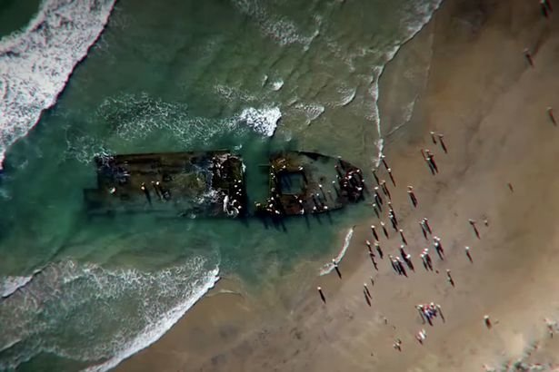 Russian ghost vessel washed up on California beach (Picture)