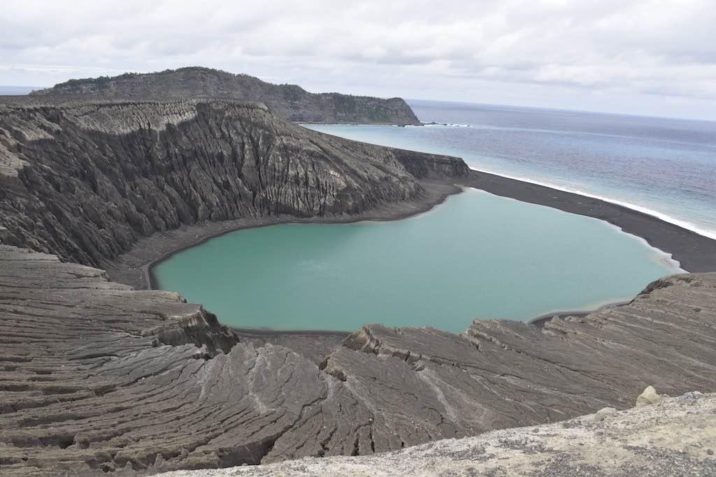 Hunga Tonga: New island offers clues to life on Mars