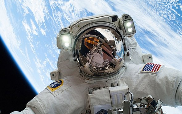 Spacesuit 'take me home' button could save lost astronauts