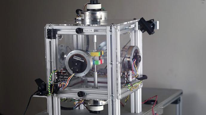 Robot Break the Rubik's Cube Record (Video)