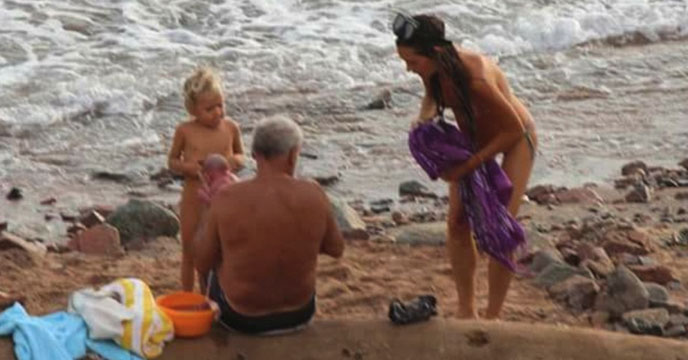 Tourist Gives Birth In The Red Sea (Photo)