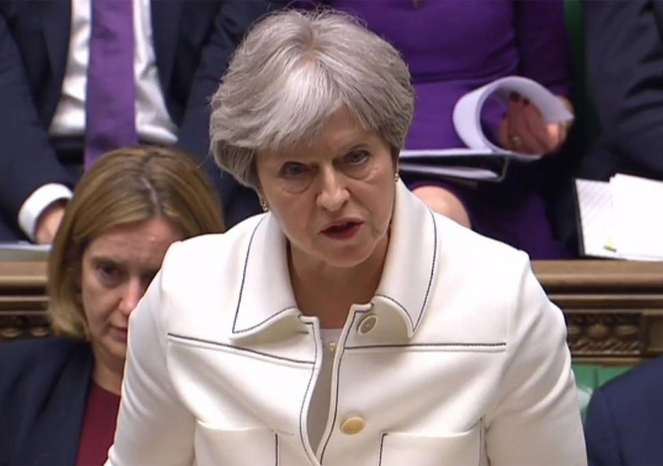 Theresa May denies taking airstrikes order from Trump - Breaking News