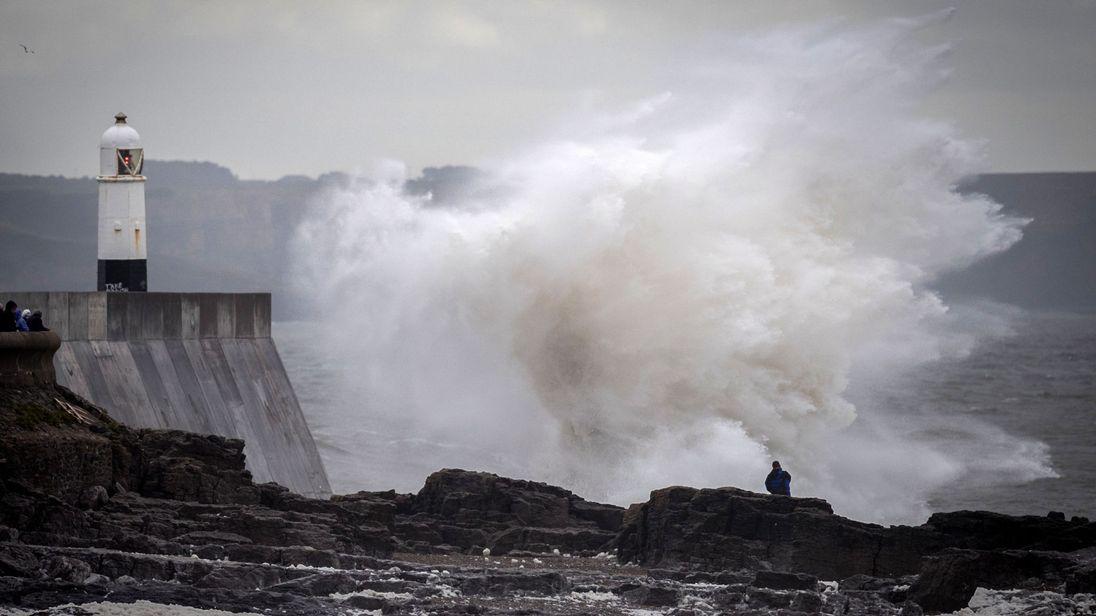 Storm Ali - UK: Warning of dangerous 80 mph winds