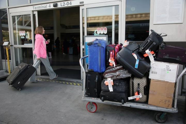Air Canada collusion: Raising checked baggage fees