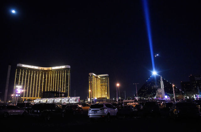 Las Vegas strip to go dark to Honor the Victims