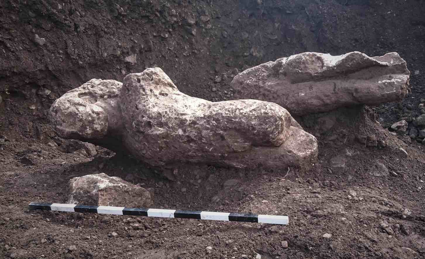 Ancient statues found in Greek field (Photo)