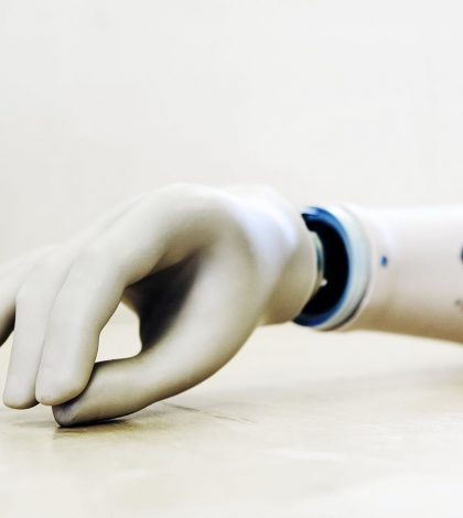 Prosthetic hand feels: Research team that has developed a new prosthetic